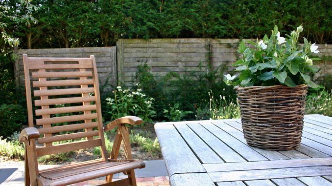 Gartenmöbel Saison - der Frühling steht in den Startlöchern